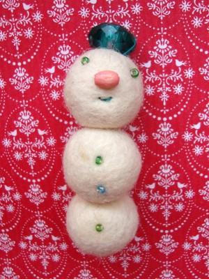 Snežak - broška, priponka - ustvarjalnice - brezideje.si - 1d